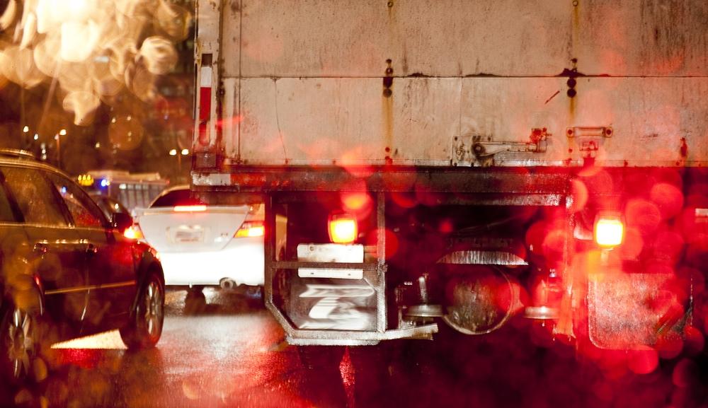 101 รู้จัก 6 สัญญาณไฟกะพริบ จากรถคันอื่น แปลว่าอะไรบ้าง?